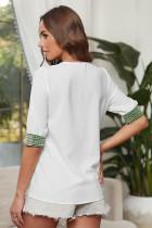 Λευκή μπλούζα με κεντητική λαιμόκοψη από μισό μανίκι V-neck
