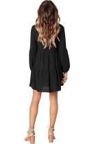 Vestido túnica suelto fluido con cuello en V negro con volantes