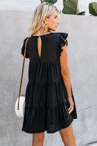 Schwarzes Taschenkleid mit Rüschen