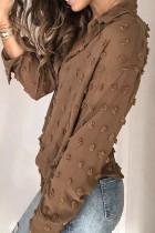 Chemise boutonnée à pois marron à manches longues