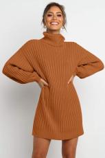 Barna turtleneck léggömb ujjú pulóverruha