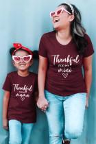 Camiseta con estampado de letras de vino