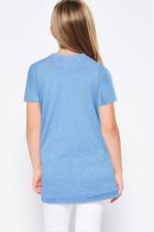 Himmelblå t-shirt med pegede buer og piger