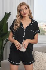 Черная рубашка с коротким рукавом на пуговицах и пижамный комплект с шортами