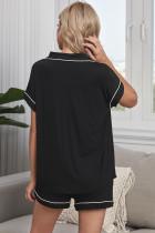 Černá knoflíková košile s krátkým rukávem a kraťasy pyžama