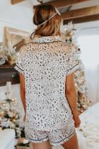 Leopardikuvioinen satiininen lyhythihainen paita ja shortsipajamasetti