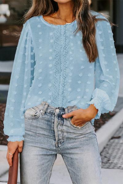 Голубая кружевная блузка с рукавами-фонариками в горошек