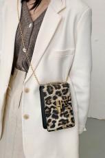 حقيبة كروس بنقشة جلد الفهد بنية