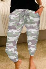 Серые повседневные спортивные брюки с камуфляжным принтом