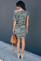 فستان قصير رمادي بكتف واحد وأكمام قصيرة