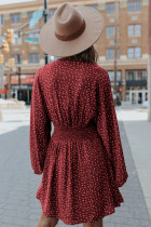 Rode mini-jurk met V-hals, ballonmouwen en gesmokte taille