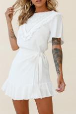 Vit tofs bystomslag klänning