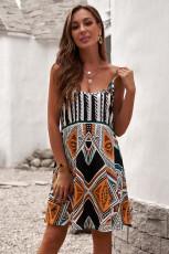 Мини-платье в стиле бохо с разноцветными бретельками