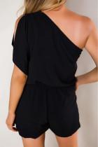 Macacão preto de um ombro com bolsos