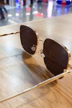 Γυαλιά ηλίου από τετράγωνο μεταλλικό σκελετό