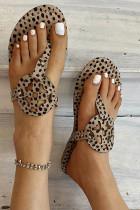 Sandali con stampa leopardata a fondo piatto in camoscio