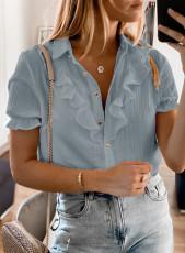 Camicia grigia a maniche corte con bottoni e volant