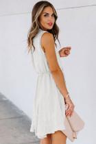 Beyaz Bölünmüş Yaka Pom Pom Dokulu Dökümlü Mini Elbise