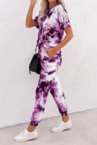 เสื้อยืดมัดย้อมสีม่วงและชุดกีฬากางเกงวอร์มขายาว