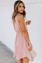 Mini rochie pom pom roz cu gât deschis și textură