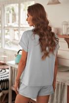 Серая рубашка с коротким рукавом на пуговицах и пижамный комплект с шортами