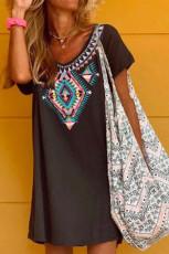 Sukienka mini z krótkim rękawem Boho w etniczny wzór