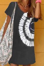 Czarna sukienka mini z dekoltem w serek