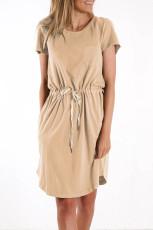 Sukienka mini w kolorze khaki z kieszeniami i sznurkiem w talii
