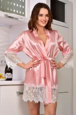 Roze satijnen kimono-badjas met kanten versieringen