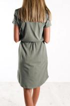 Zielona sukienka mini ze sznurkiem w talii