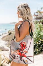 Ukośna torba na ramię z nadrukiem graffiti i łańcuszkiem