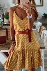 Żółta sukienka na ramiączkach w kwiaty