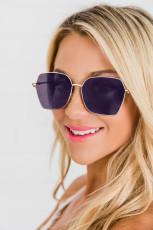 Okulary przeciwsłoneczne z metalowymi oprawkami w kształcie kanciastych