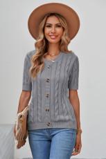 Blusa de manga curta em malha de cabo cinza com botões
