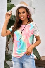 Szydełkowa raglanowa koszulka w jasnym kolorze tie-dye