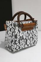 กระเป๋าสะพายข้าง PU ปักลูกไม้สีขาว
