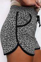 กางเกงขาสั้นลายเสือดาวสีดำพร้อมกระเป๋า