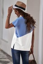 Hemelsblauw T-shirt met ronde hals en kleurvlakken