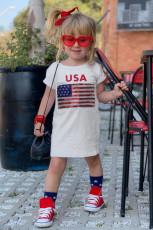 T-shirtowa sukienka dla małych dziewczynek z cekinową flagą USA