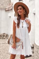 فستان قصير مكشكش بجيب أبيض