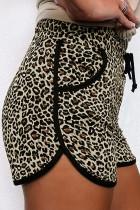 شورت بطبعة جلد الفهد مع جيوب