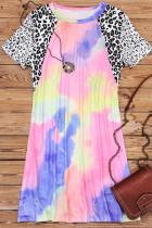 فستان قصير برقبة دائرية وربطة عنق بطبعة جلد الفهد