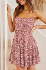 Sukienka z falbanami na cienkich ramiączkach
