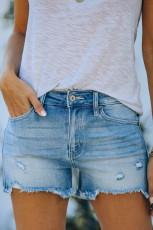 Lyseblå distressed denim shorts med lommer