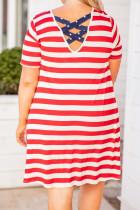 Røde striber kryds og tværs T-shirtkjole i størrelse med stjernelomme